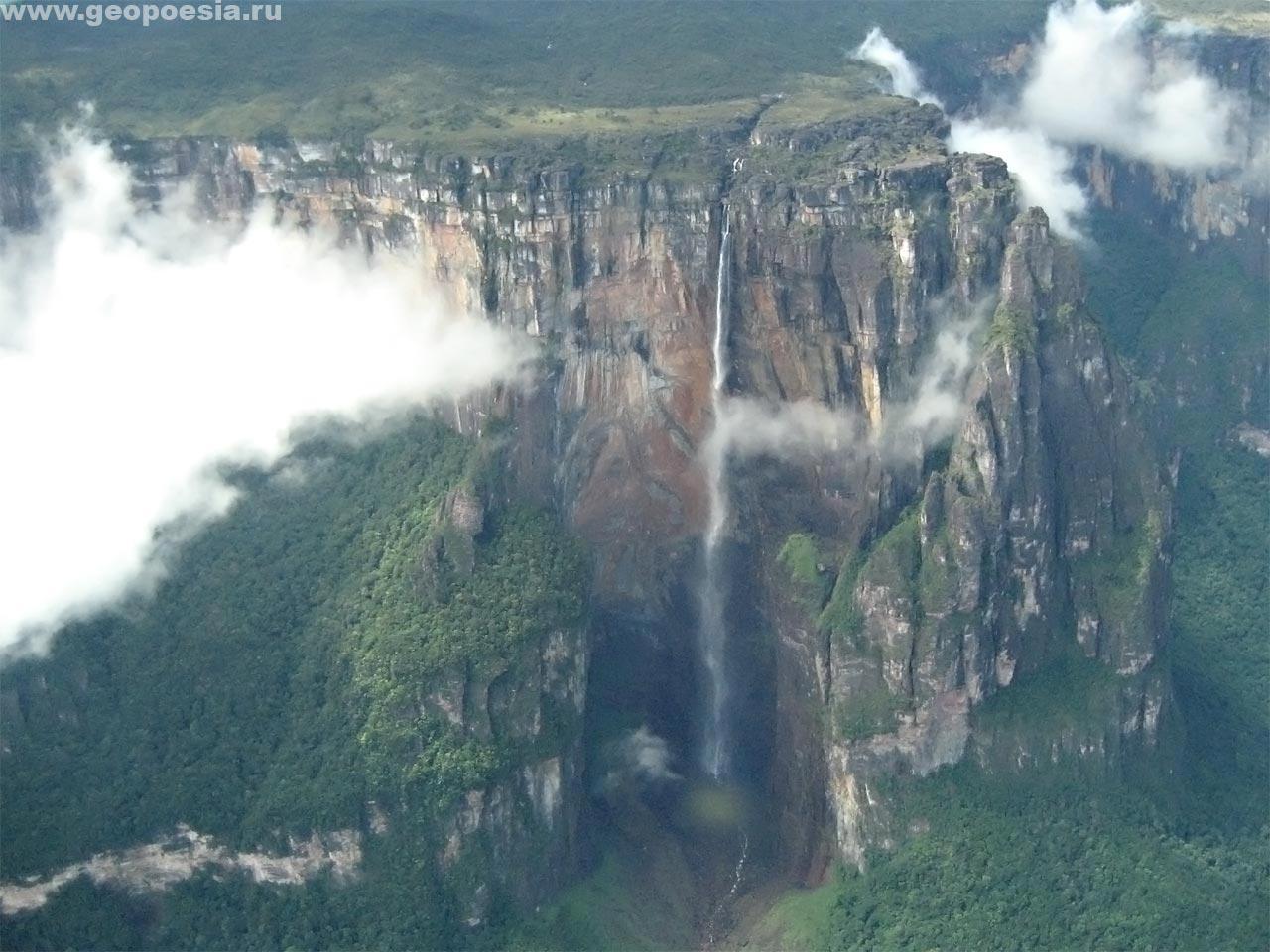 Фото водопада Анхель с самолёта: http://www.geopoesia.ru/ru/foto/venezuela/plato/poem28/foto276.html